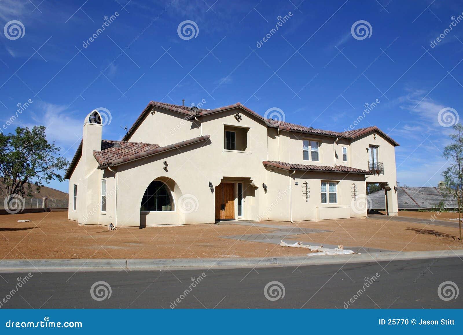 Download Casa foto de archivo. Imagen de nube, cubierta, cielo, urbano - 25770