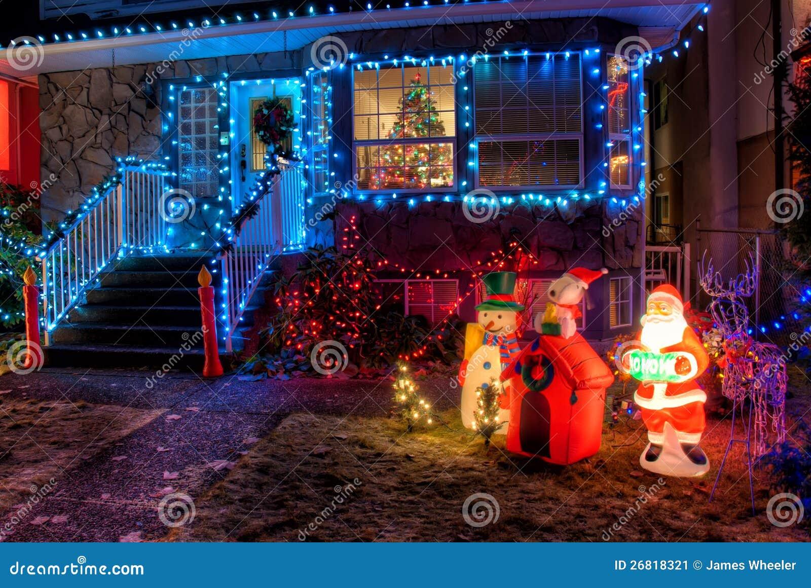 Casa adornada con las luces de la navidad imagen de - La casa de la navidad ...