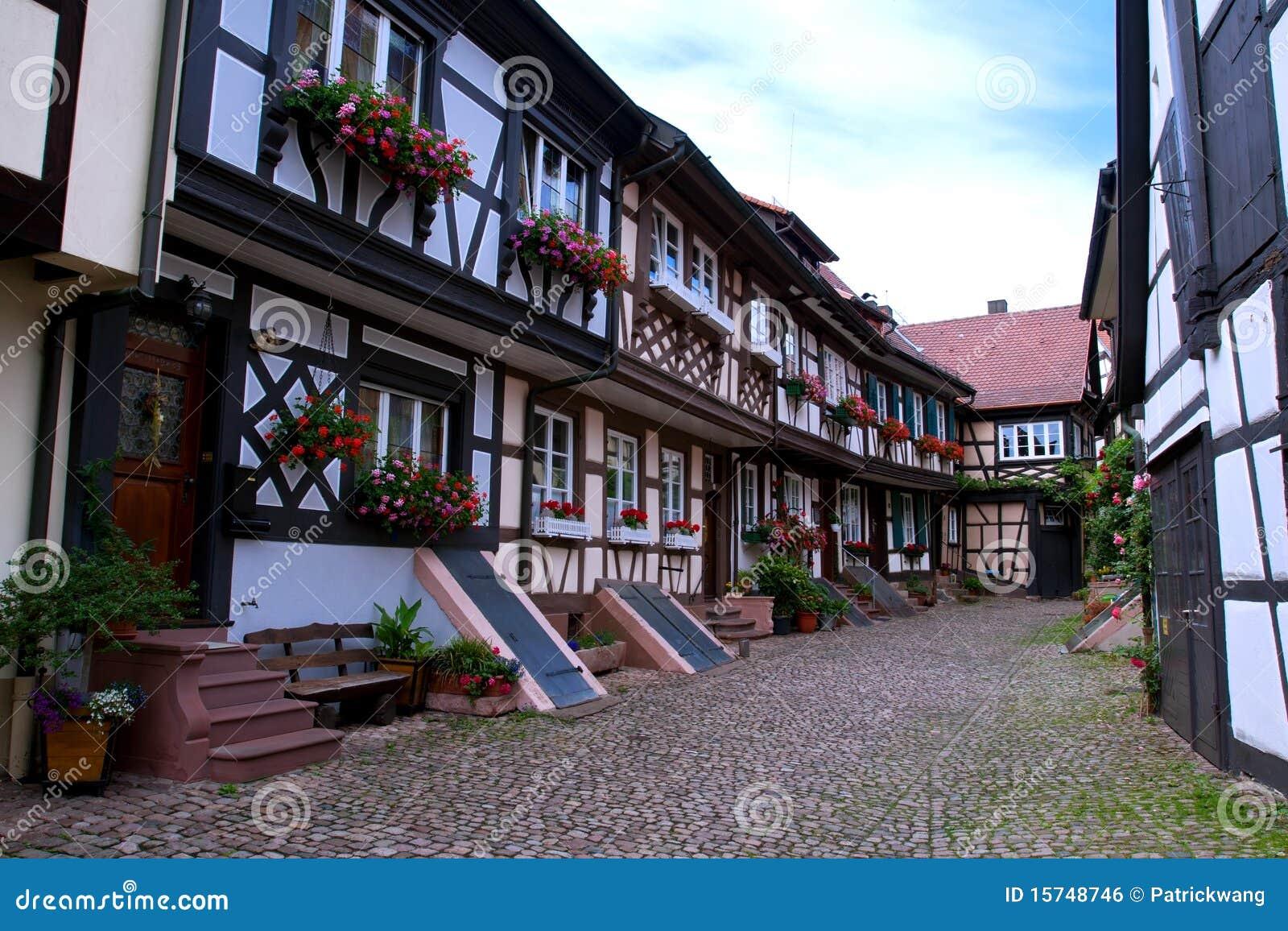 Casa alemana tradicional foto de archivo imagen de rojo for Traditionelles deutsches haus