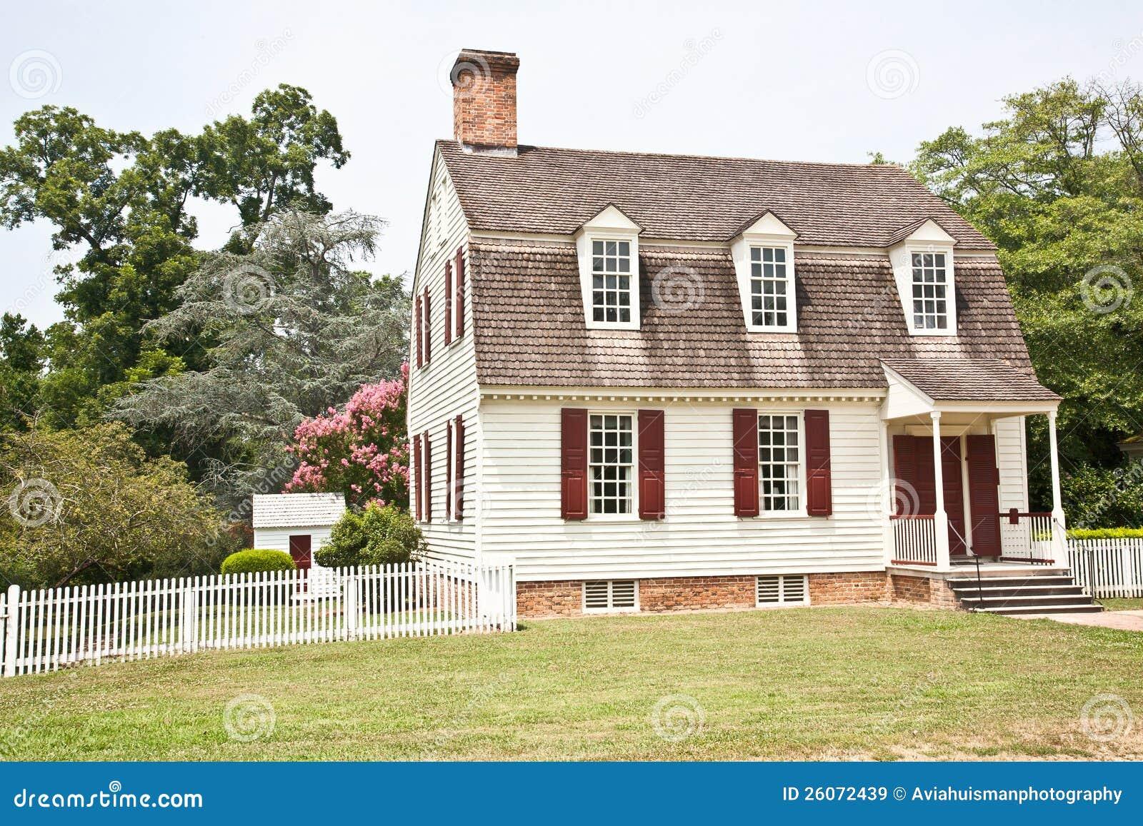 Casa americana coloniale immagini stock libere da diritti immagine 26072439 - Casa americana in legno ...