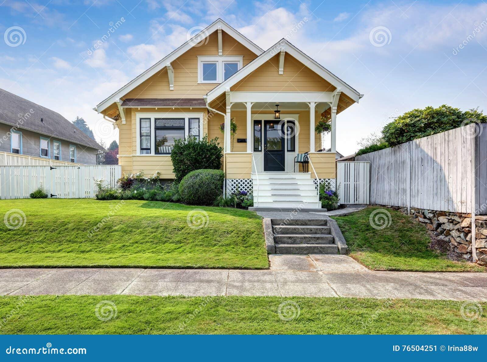 Affordable casa americana dell artigiano con pittura per esterni gialla with pittura esterno casa - Pitturare esterno casa ...