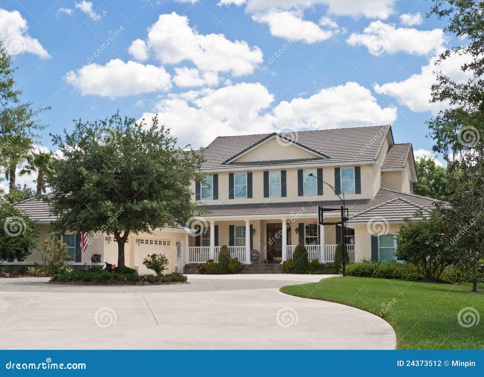Casa americana lussuosa di stile in tropici fotografia for Casa lussuosa