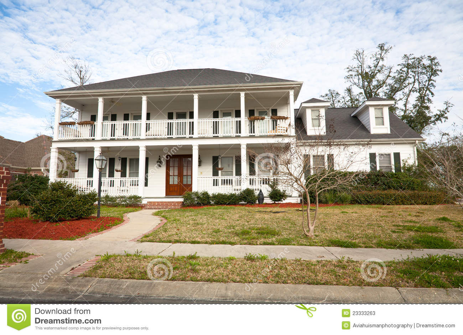 Casa americana palazzo di del sud stile immagine stock for Piani di casa in stile country texas