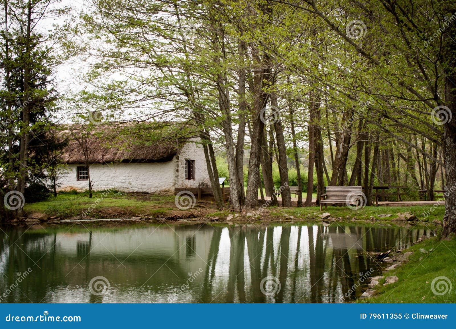 Casa ao lado do lago