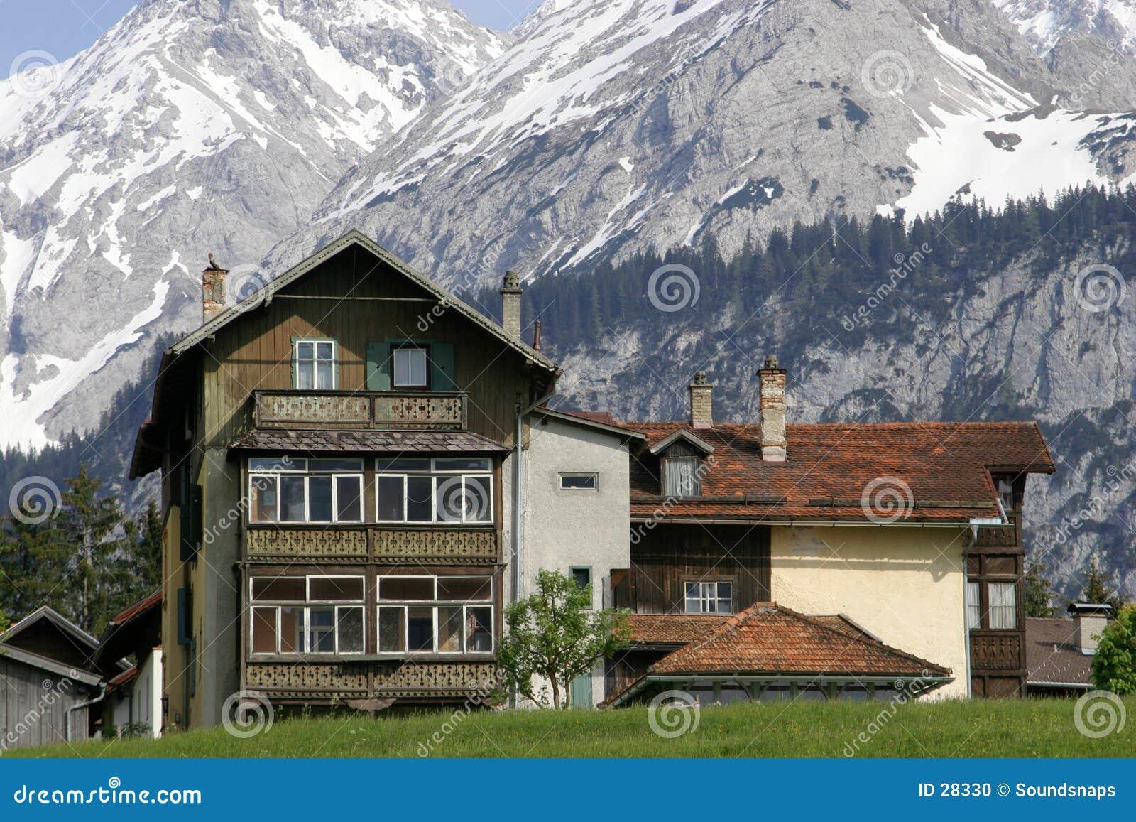 Download Casa austríaca en montañas foto de archivo. Imagen de austria - 28330