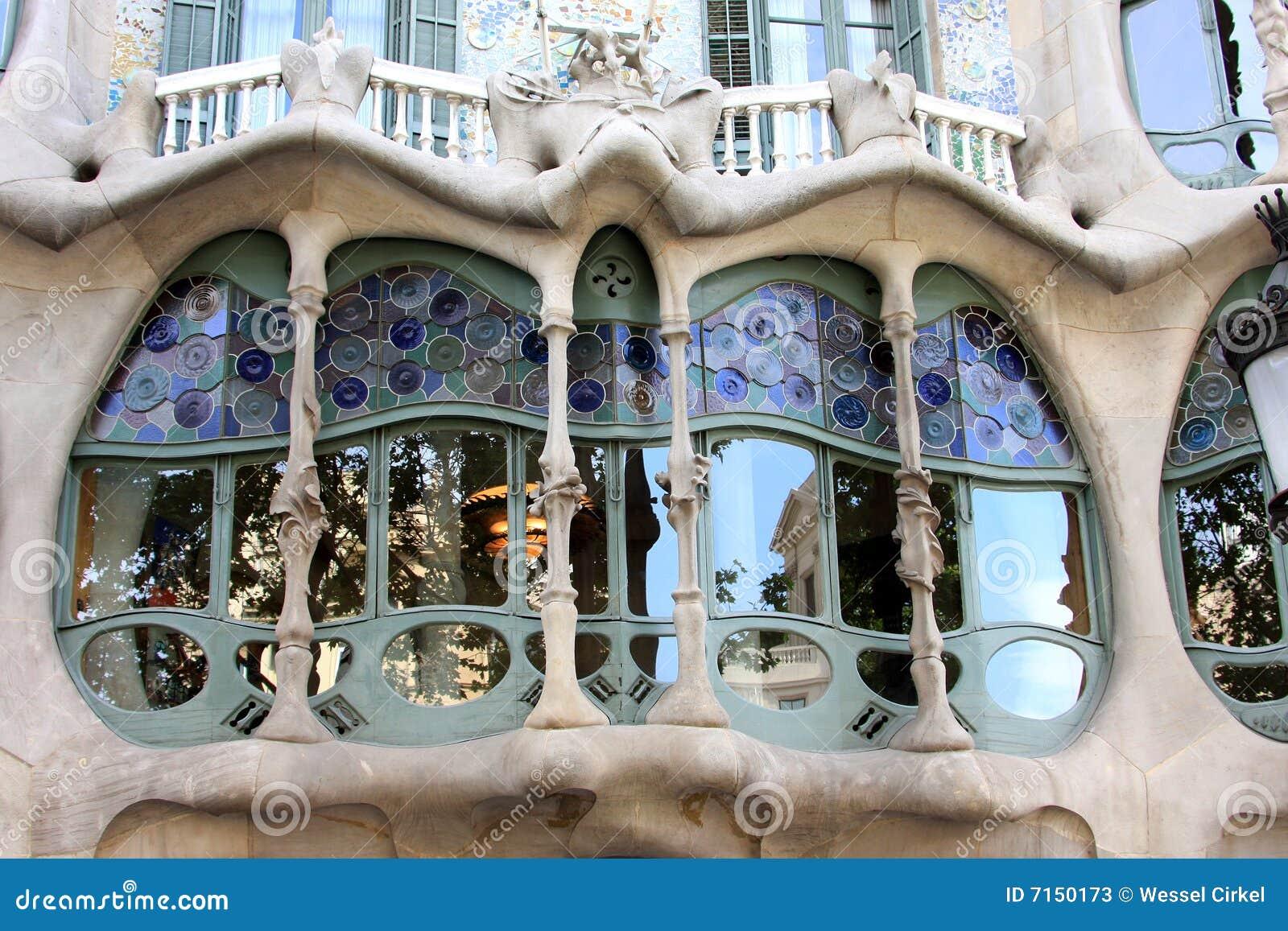 Casa battlo art nouveau building in barcelona stock for Nouveau decoration maison
