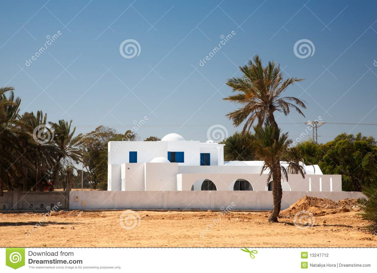 Casa blanca en estilo rabe - Casas estilo arabe ...