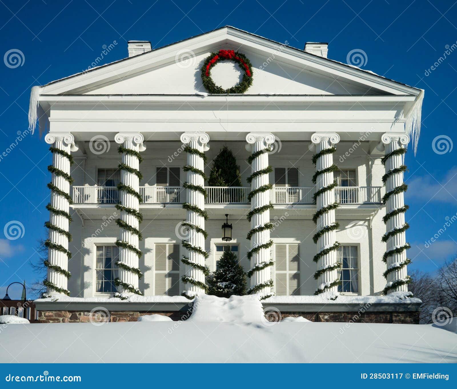 Casa branca da coluna do estilo federal clássico