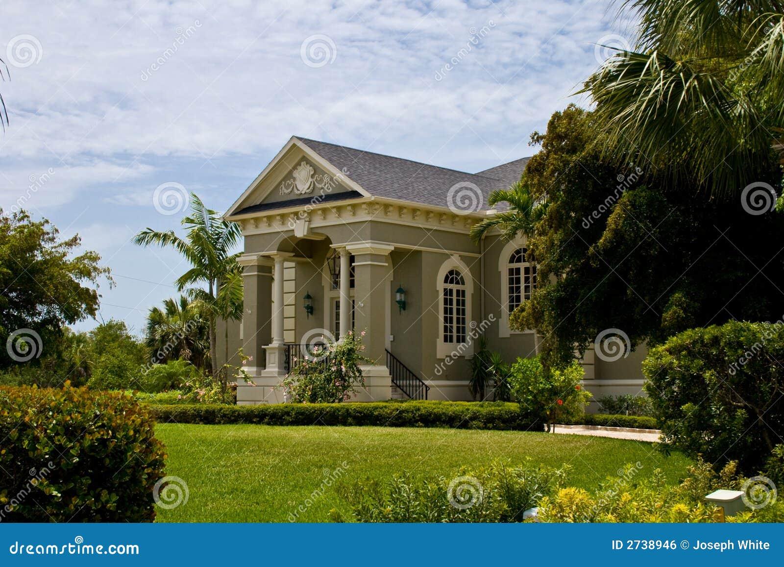 Casa cl ssica neo moderna foto de stock imagem de for Foto casa classica