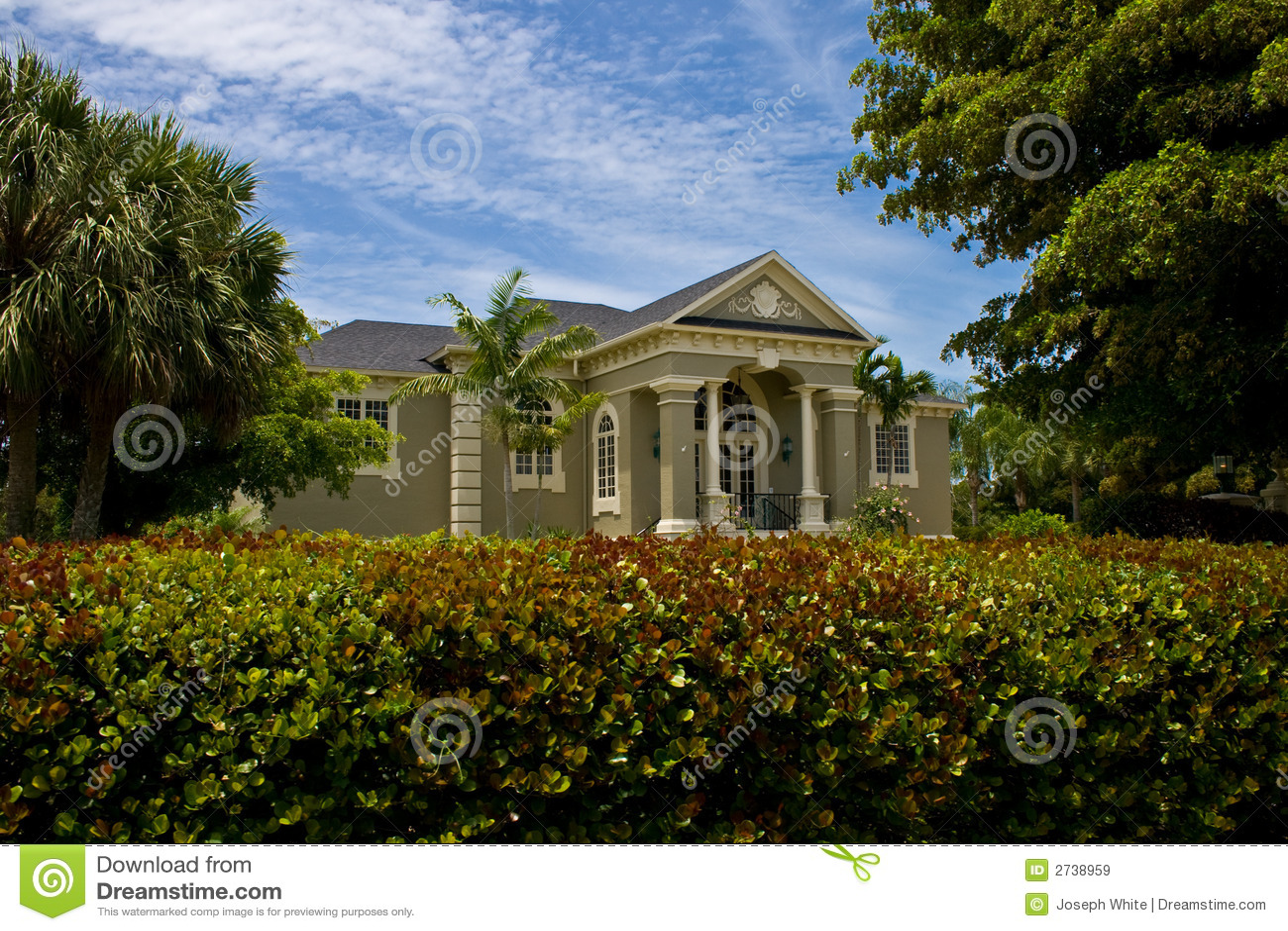 Casa cl ssica neo moderna imagens de stock royalty free for Casa classica moderna