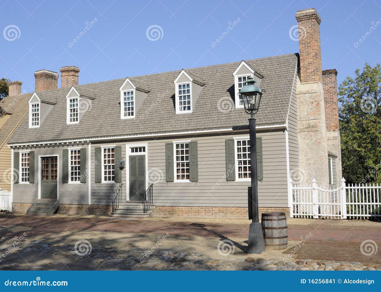 Casa colonial americana do estilo imagem de stock imagem for Casa coloniale americana