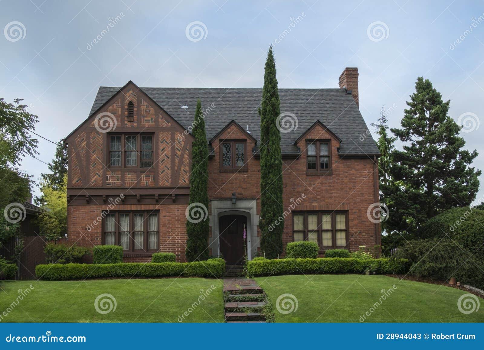 Casa colonial cl ssica do tijolo imagem de stock imagem for Foto casa classica