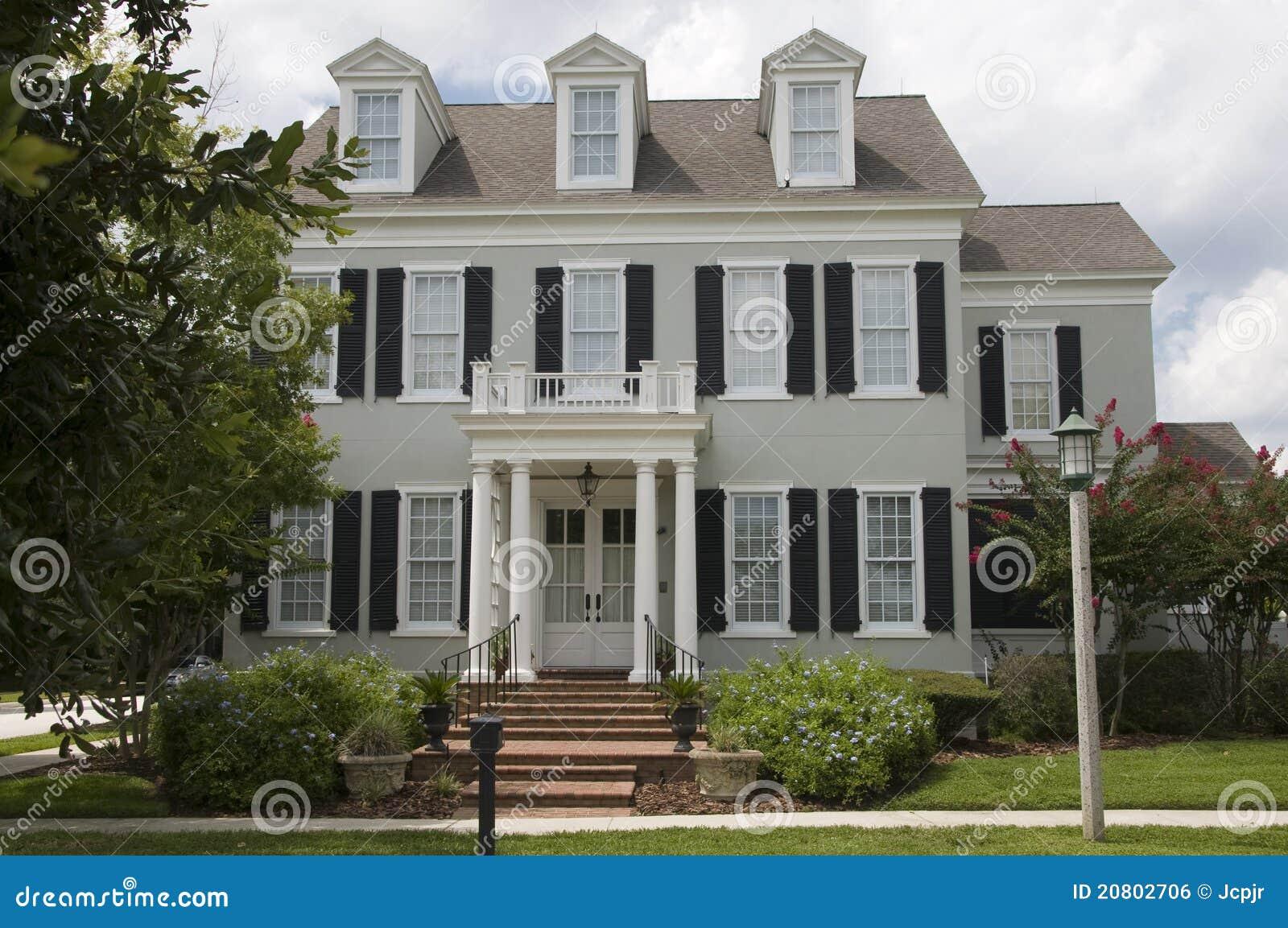 Casa coloniale fotografia stock immagine di nuovo lusso - Casa stile coloniale ...