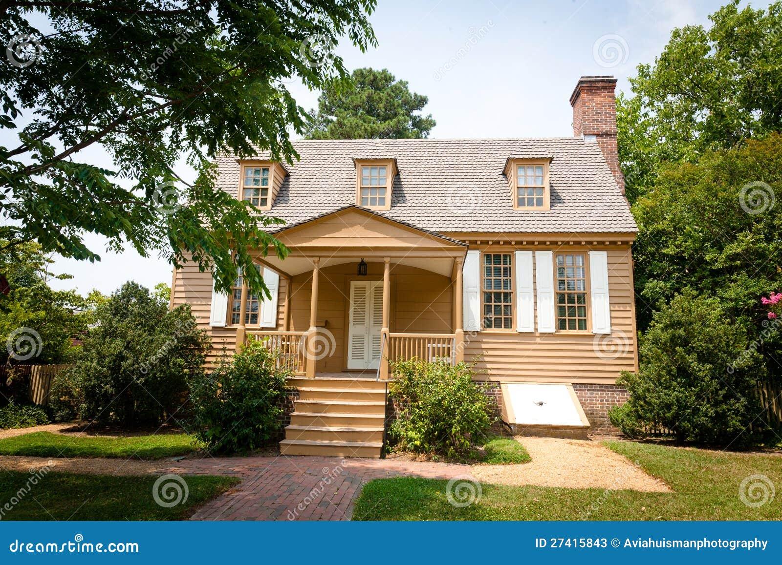 Casa coloniale americana immagine stock immagine di cute for Casa coloniale meridionale
