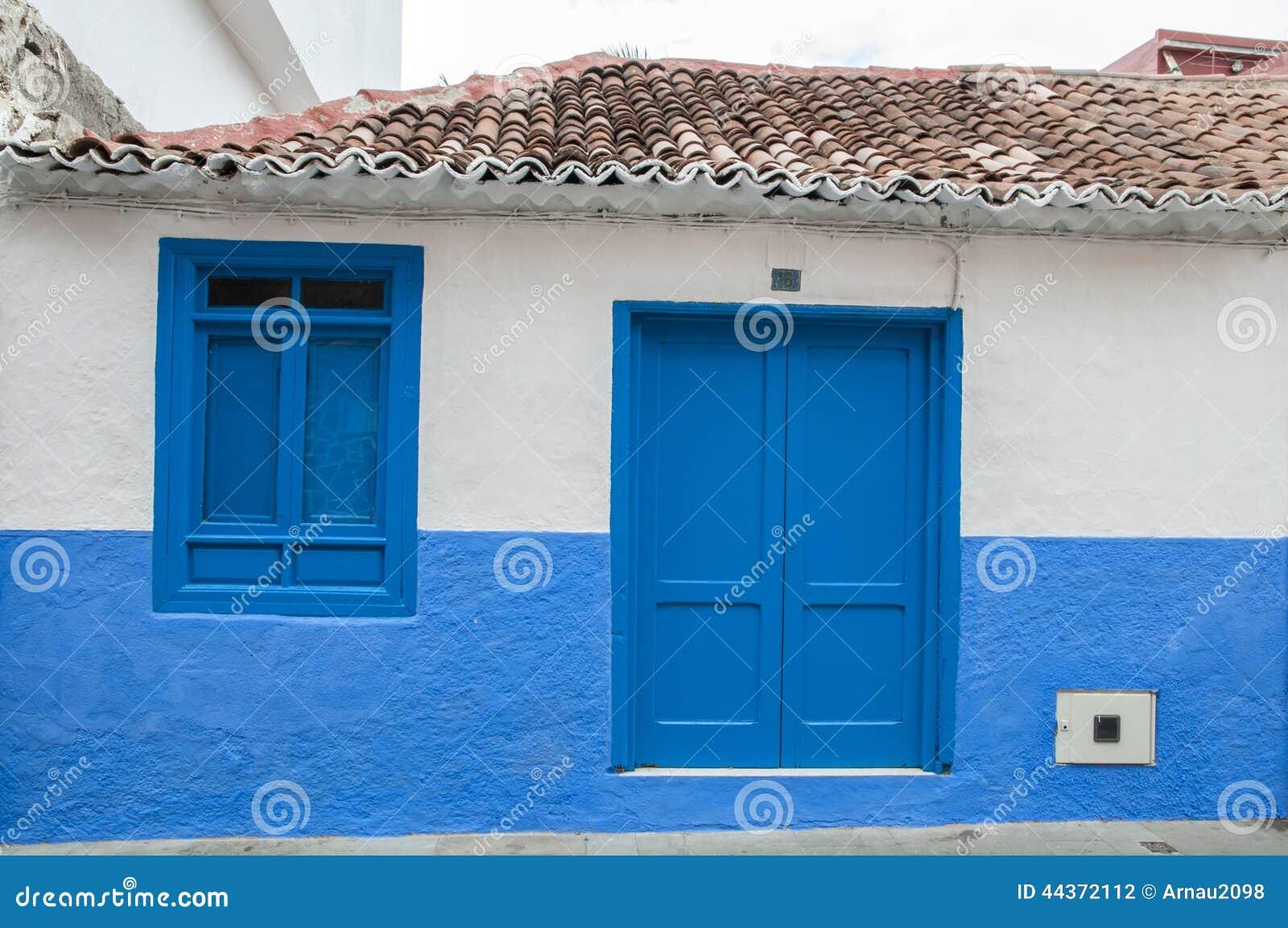 Casa colorata blu