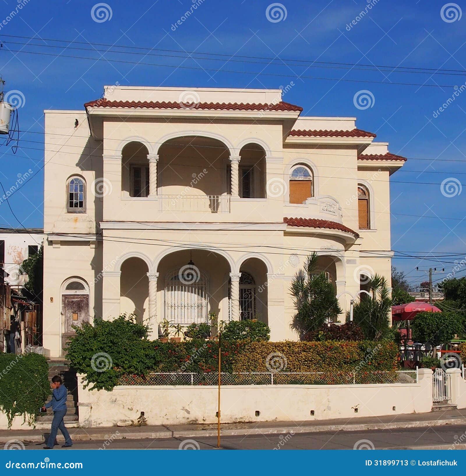 Casa con arquitectura espa ola en havana cuba foto de for Arquitectura espanola
