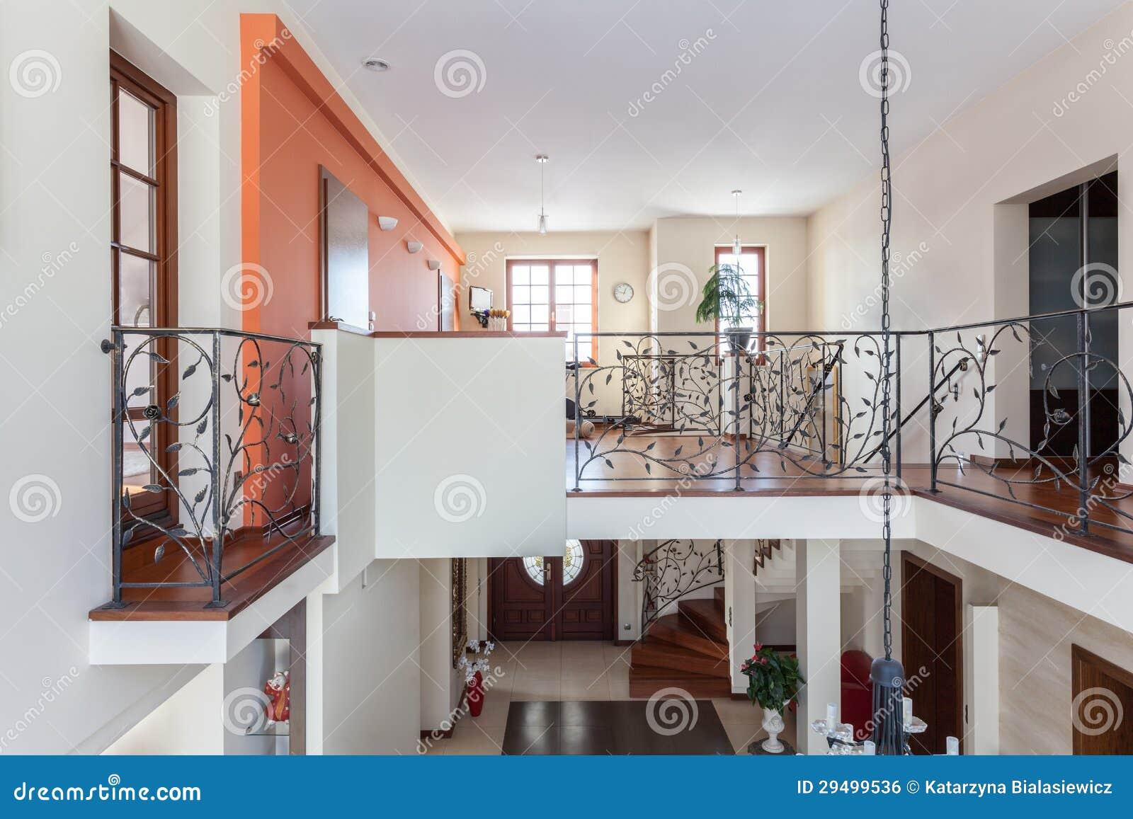 Casa con clase hogar de dos pisos imagen de archivo for Pisos elegantes para casas