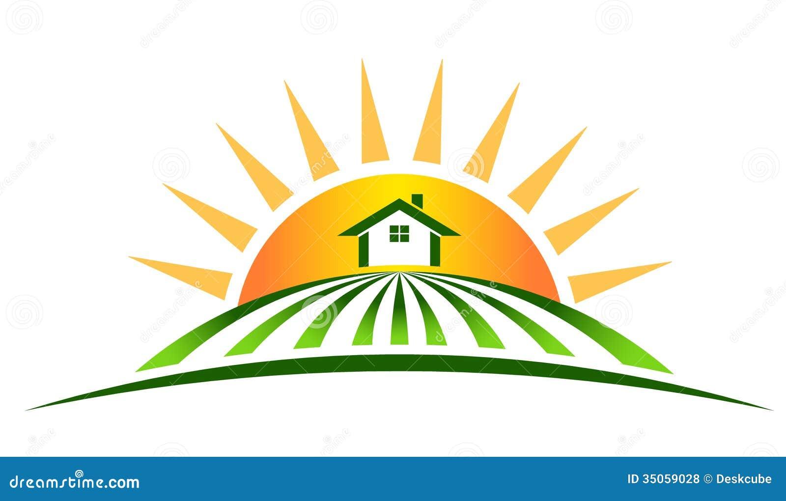 Casa da exploração agrícola com sol