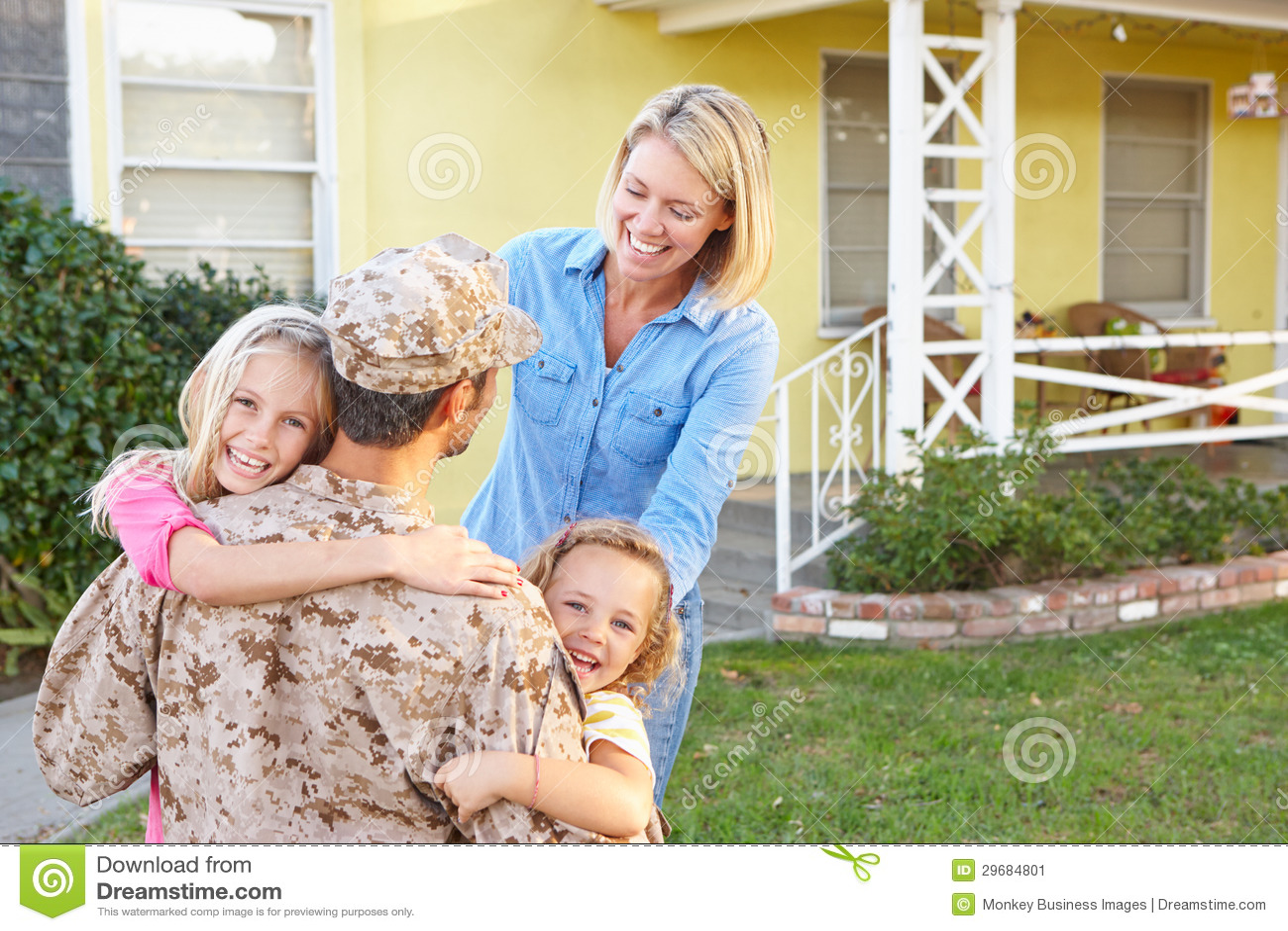 Casa de acolhimento do marido da família na licença do exército