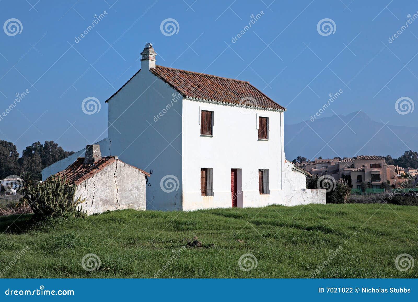 Casa de campo abandonada do funcionamento para baixo em Spain