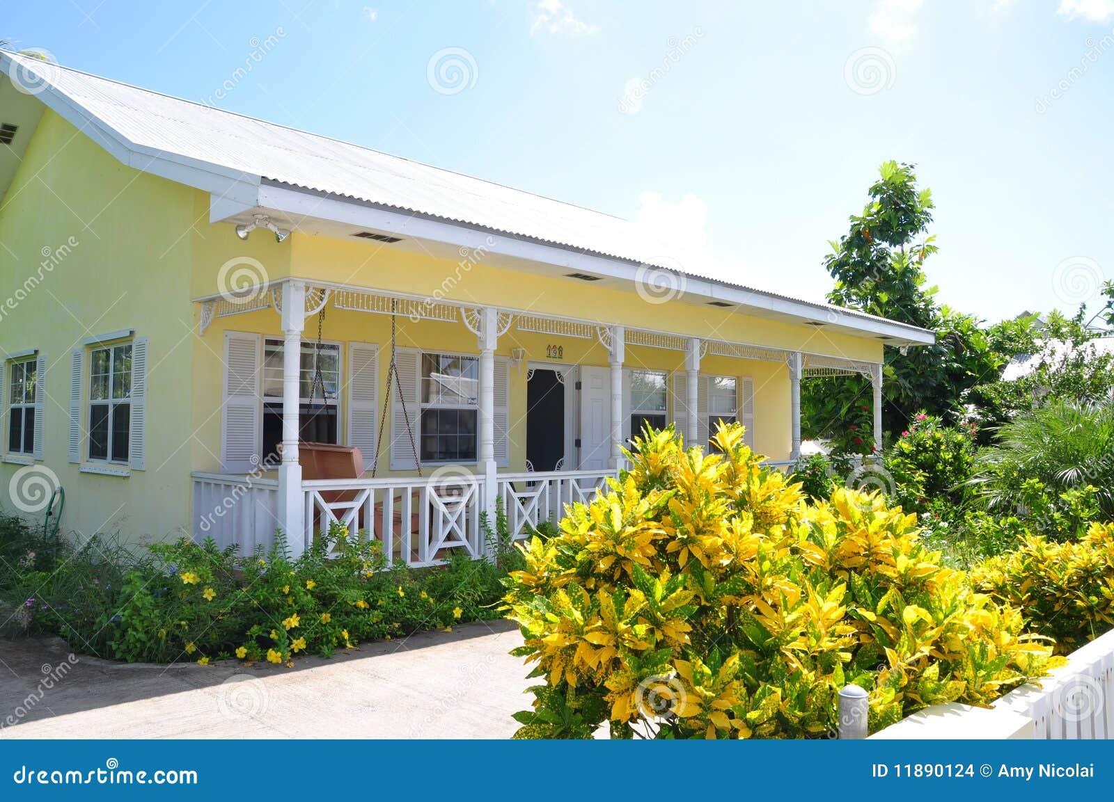 Casa De Campo Amarela E Branca Foto De Stock Imagem De