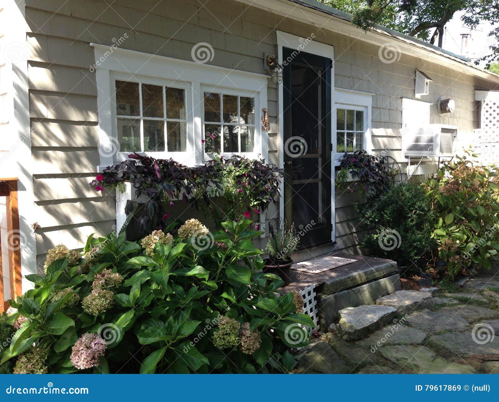 Casa de campo catita com flores