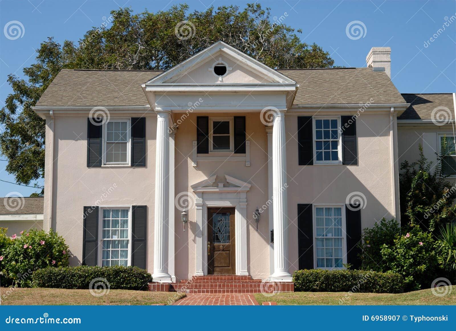 Casa de campo cl ssica bonita imagem de stock imagem de for Casa classica villa medici