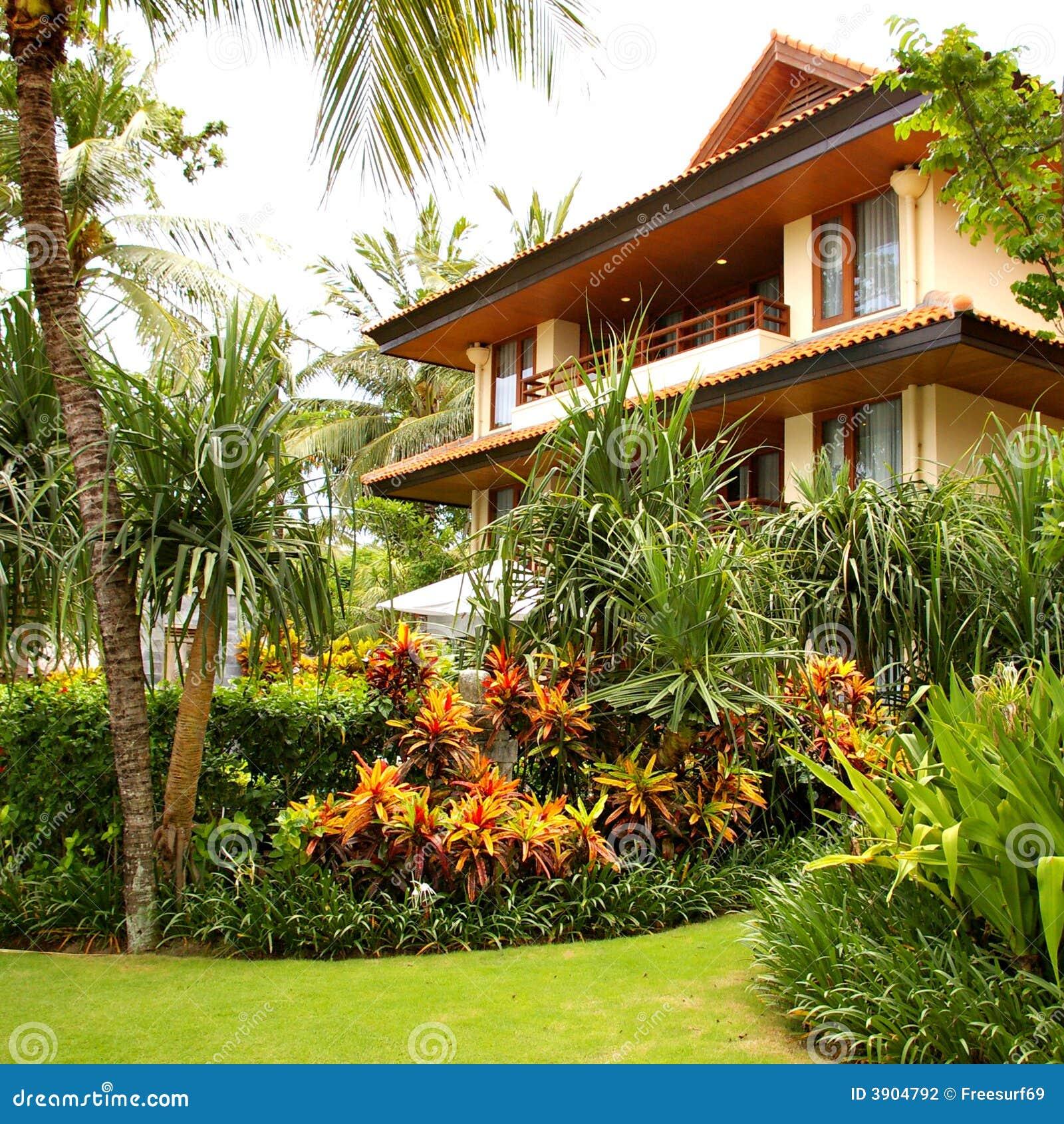 Casa de campo com jardim fotografia de stock imagem 3904792 for Casas e jardins simples