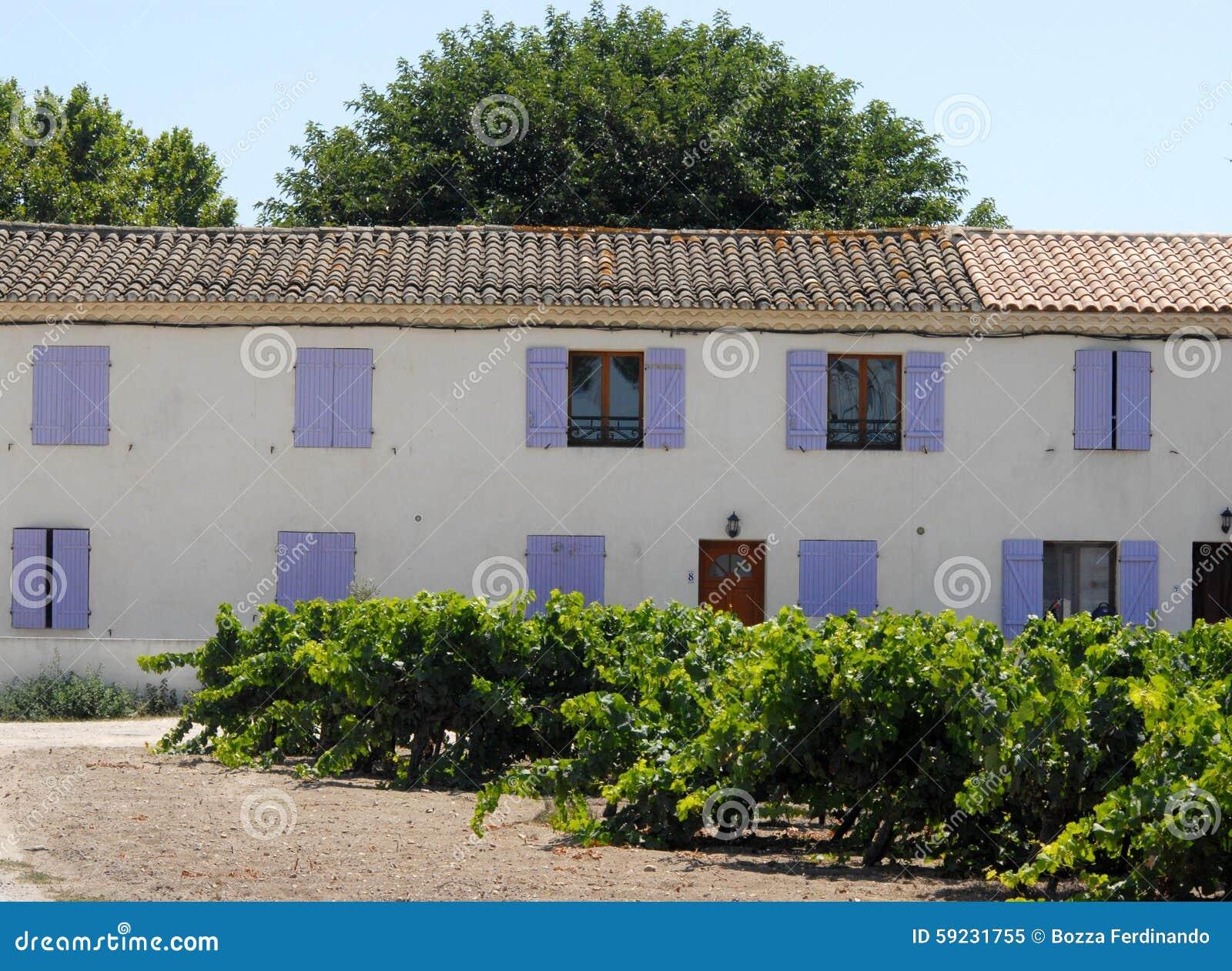 Download Casa De Campo Con El Viñedo Cerca De Ste Marie De La Mer En El Camargue En Francia Imagen de archivo - Imagen de cuadro, casi: 59231755