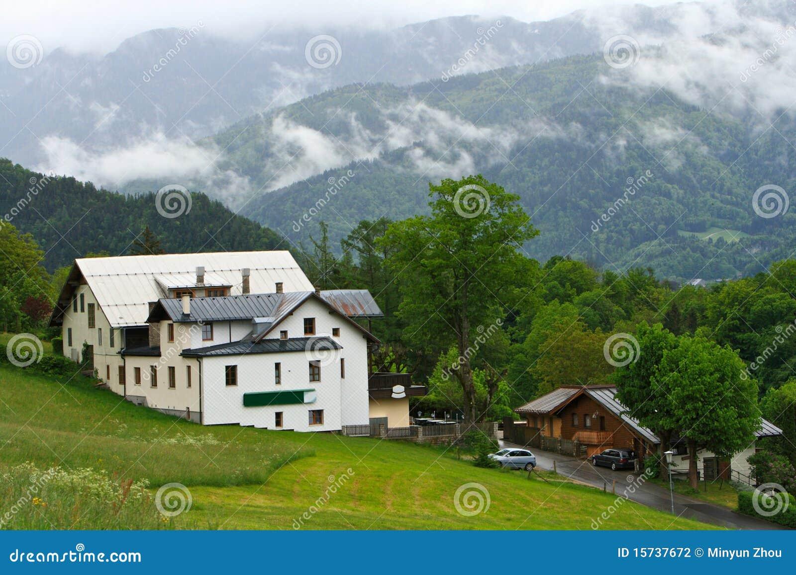 Casa de campo de la monta a fotograf a de archivo imagen for Casa en la montana