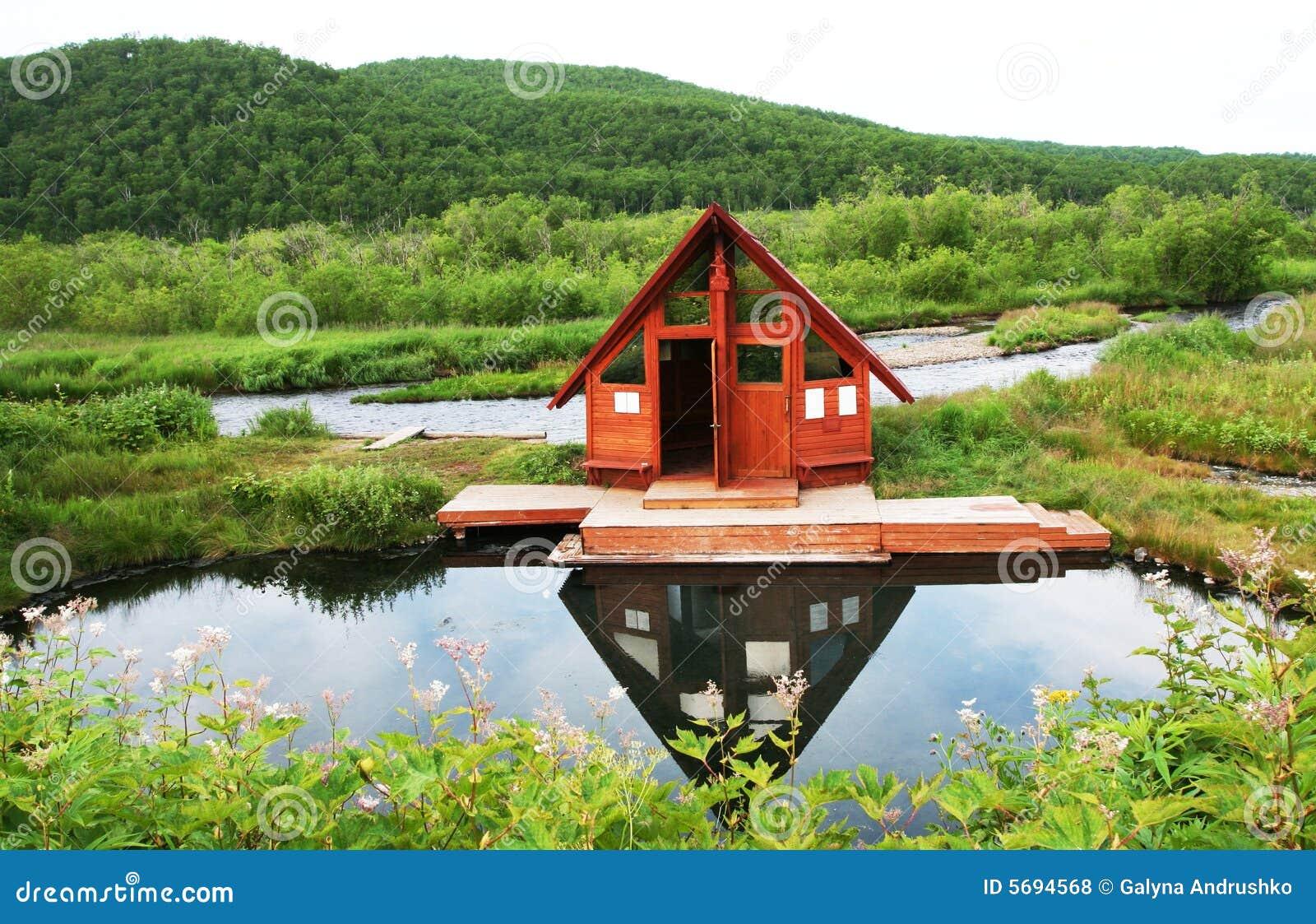 Casa de campo de madera fotos de archivo libres de - Fotos de casas de campo de madera ...