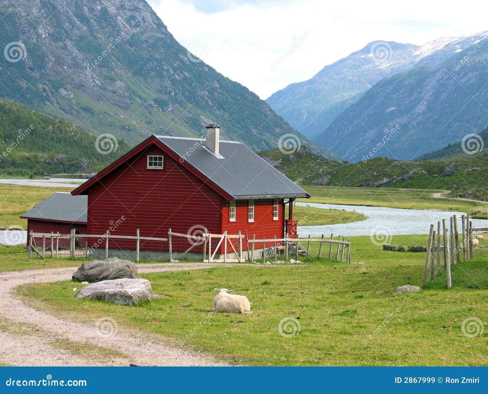 Casa de campo en noruega im genes de archivo libres de for Casas en noruega