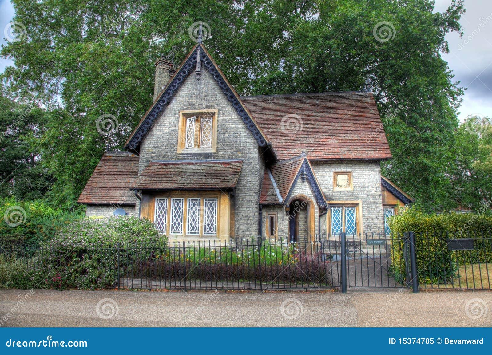 Casa de campo inglesa foto de stock royalty free imagem for Piani di casa cottage gotico