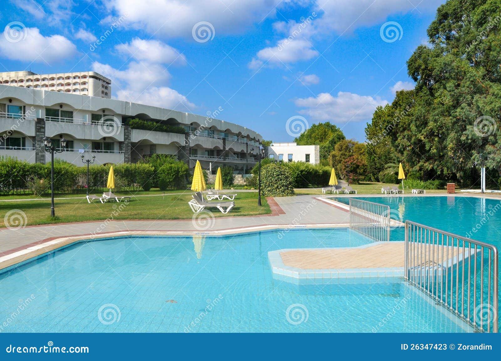 Casa de campo luxuosa moderna com piscina fotos de stock imagem 26347423 - Business plan piscina ...