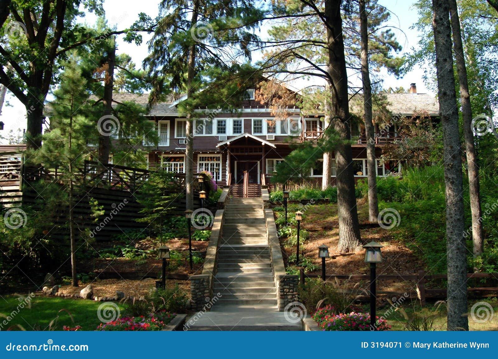Casa de campo r stica en bosque imagen de archivo imagen - Casas el bosque ...