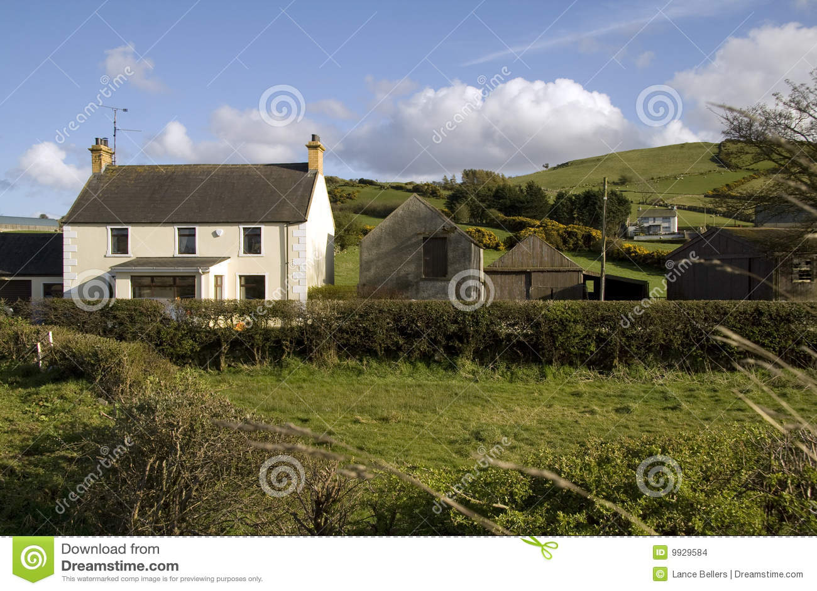 Casa de campo rural foto de stock imagem de ireland - Casa rural en pirineo catalan ...