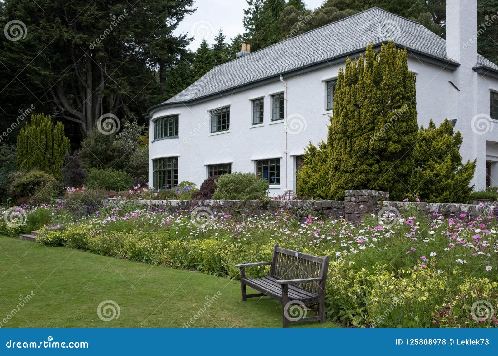 Casa de Inverewe, Escócia, fotografado do jardim em um dia claro do ` s do verão