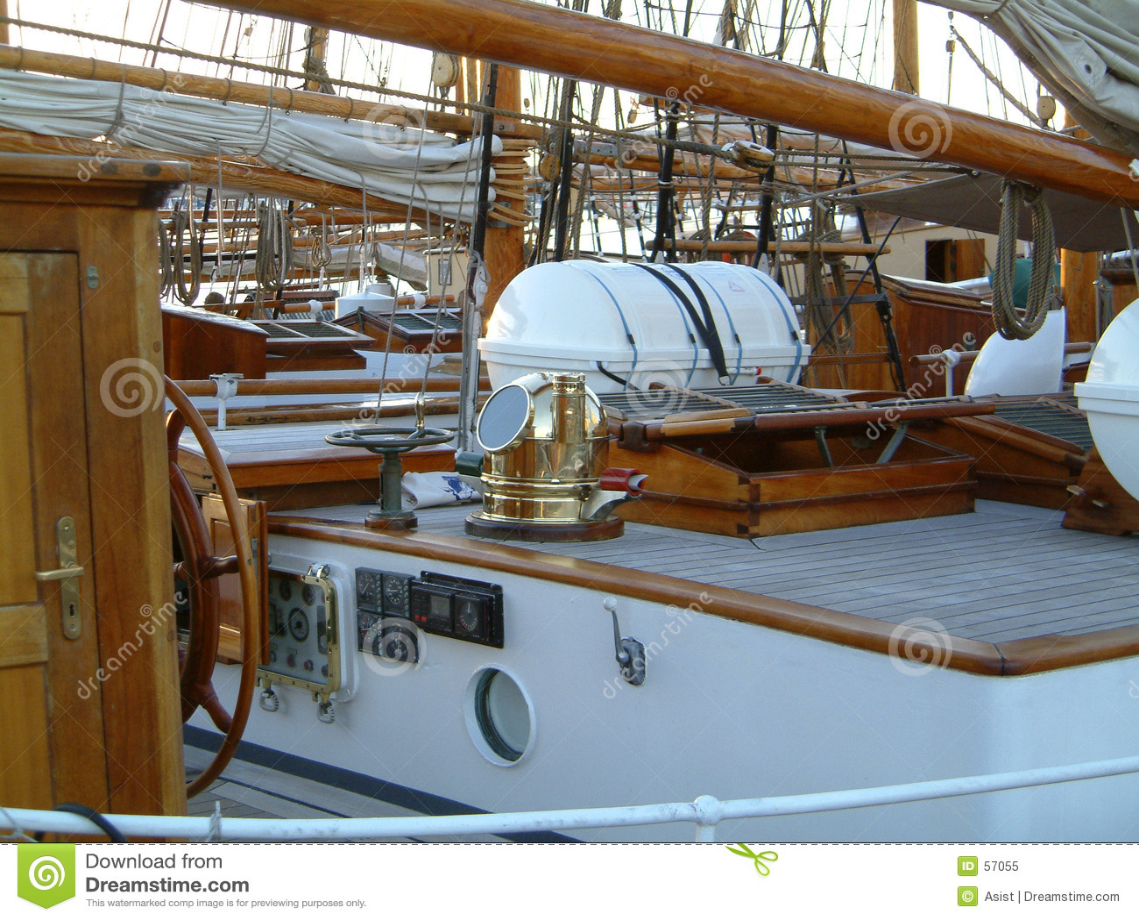 Casa de la cubierta en la nave vieja