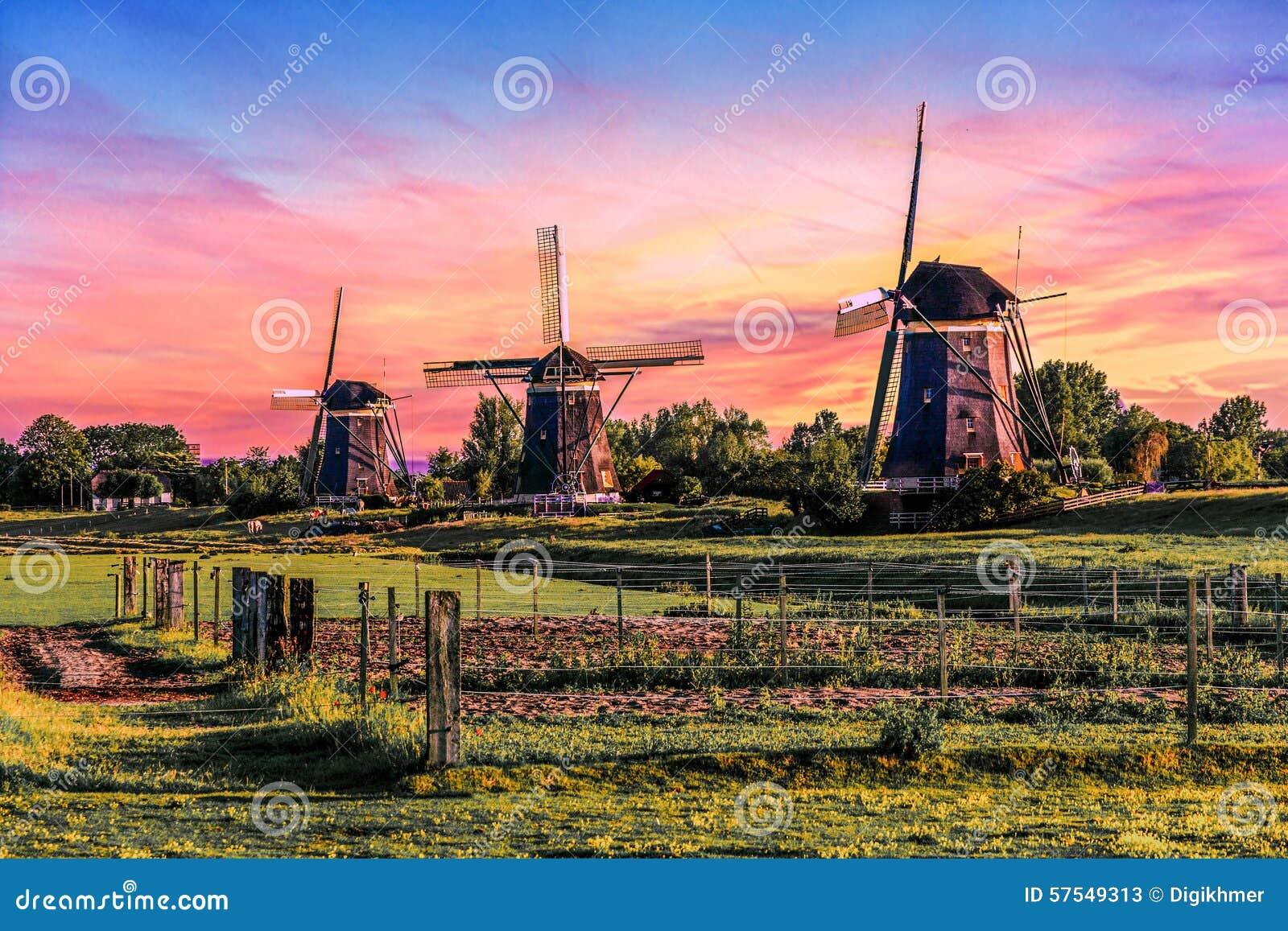 Casa de la salida del sol sobre el gigante de Países Bajos