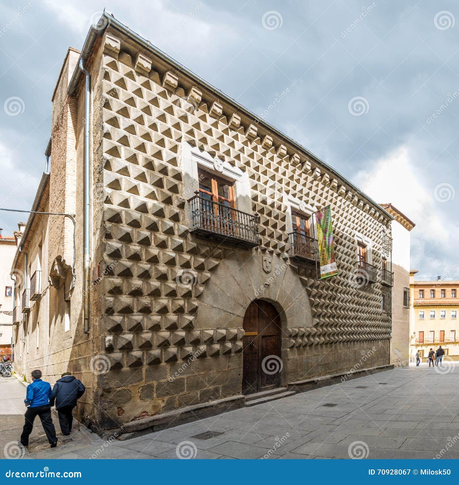 Casa De Los Picos - House Los Picos In Segovia Editorial ...