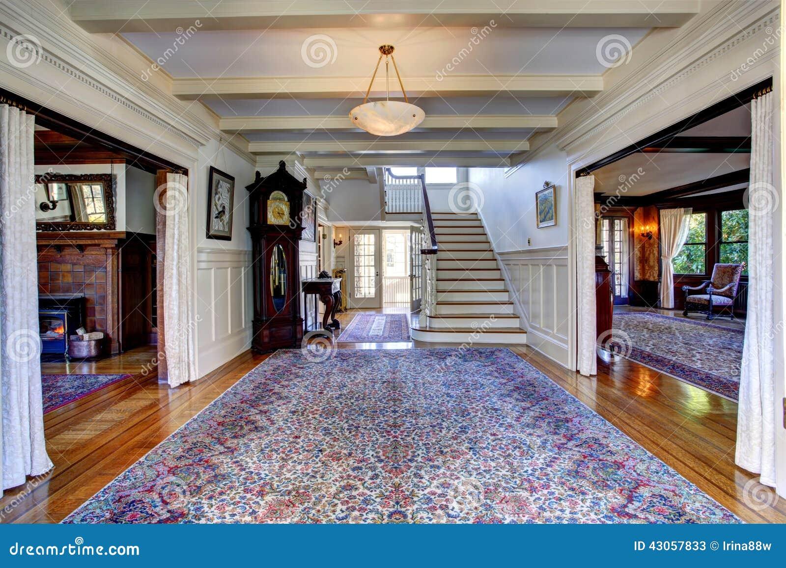Escaleras de casas de lujo latest vestbulo en casa con - Escaleras de casas de lujo ...