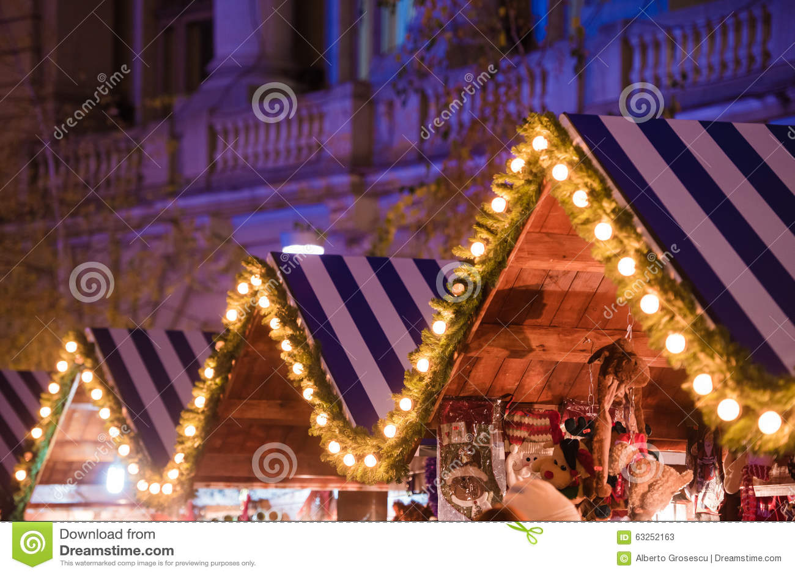 Casa de madeira com decoração do Natal
