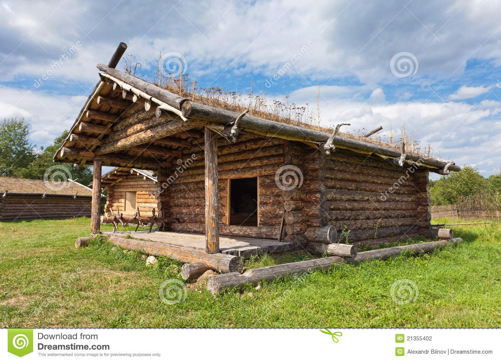 Casa de madeira russian tradicional antiga foto de stock - Casas rurales madera ...