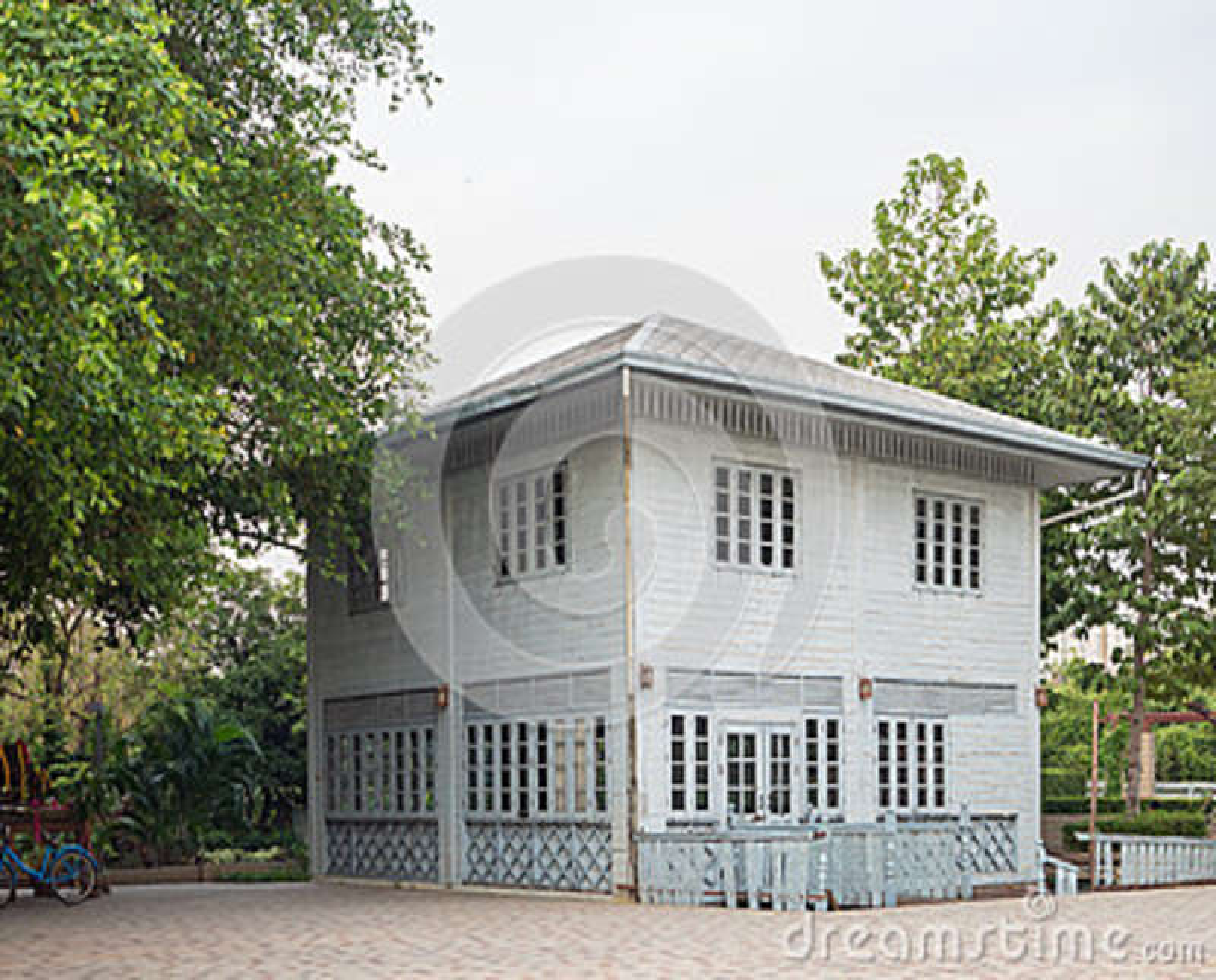 Casa de madeira velha abandonada