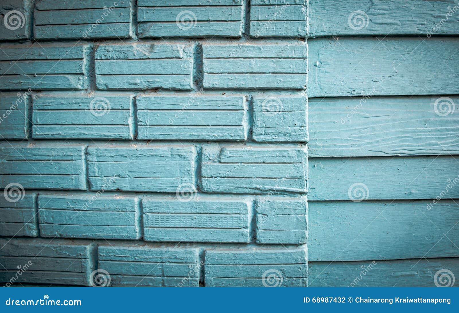 Casa de madeira velha o azul brilhante pintado