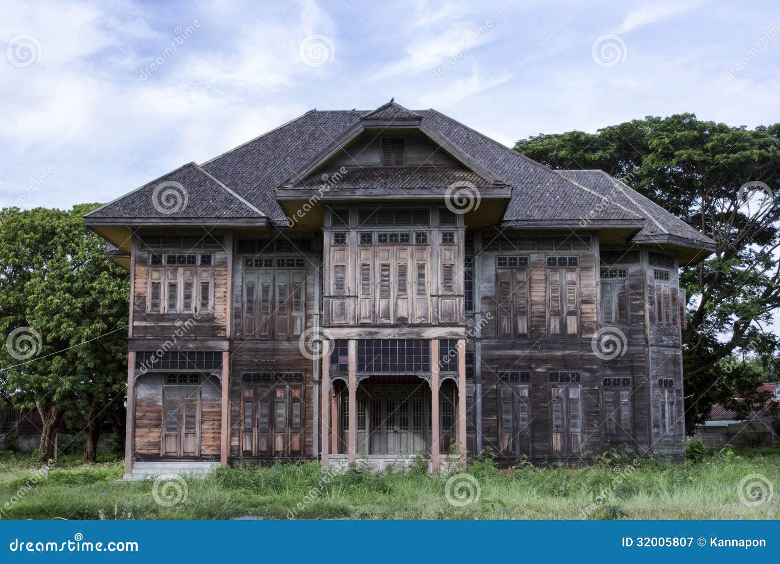 Casa de madera antigua fotograf a de archivo libre de - La casa de la madera valencia ...