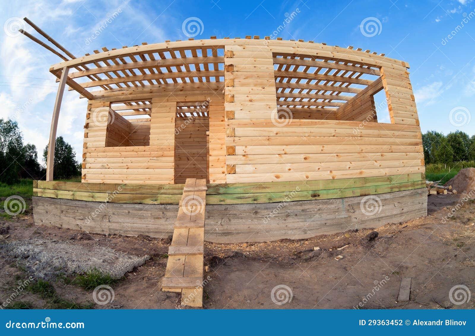 Casa de madera bajo construcci n fotograf a de archivo - Construccion casas de madera ...