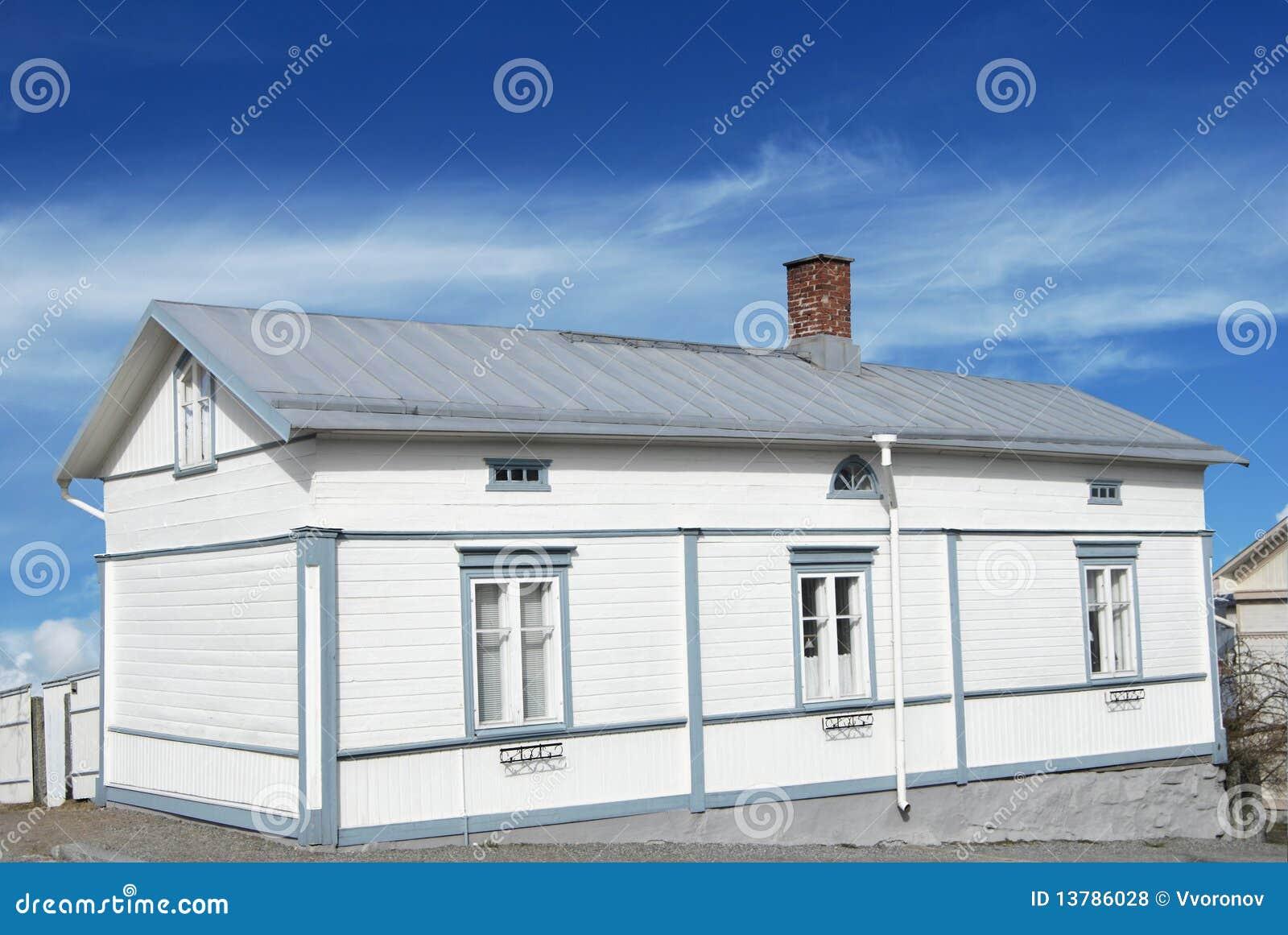 Casa de madera blanca fotos de archivo libres de regal as - Casas de madera blancas ...