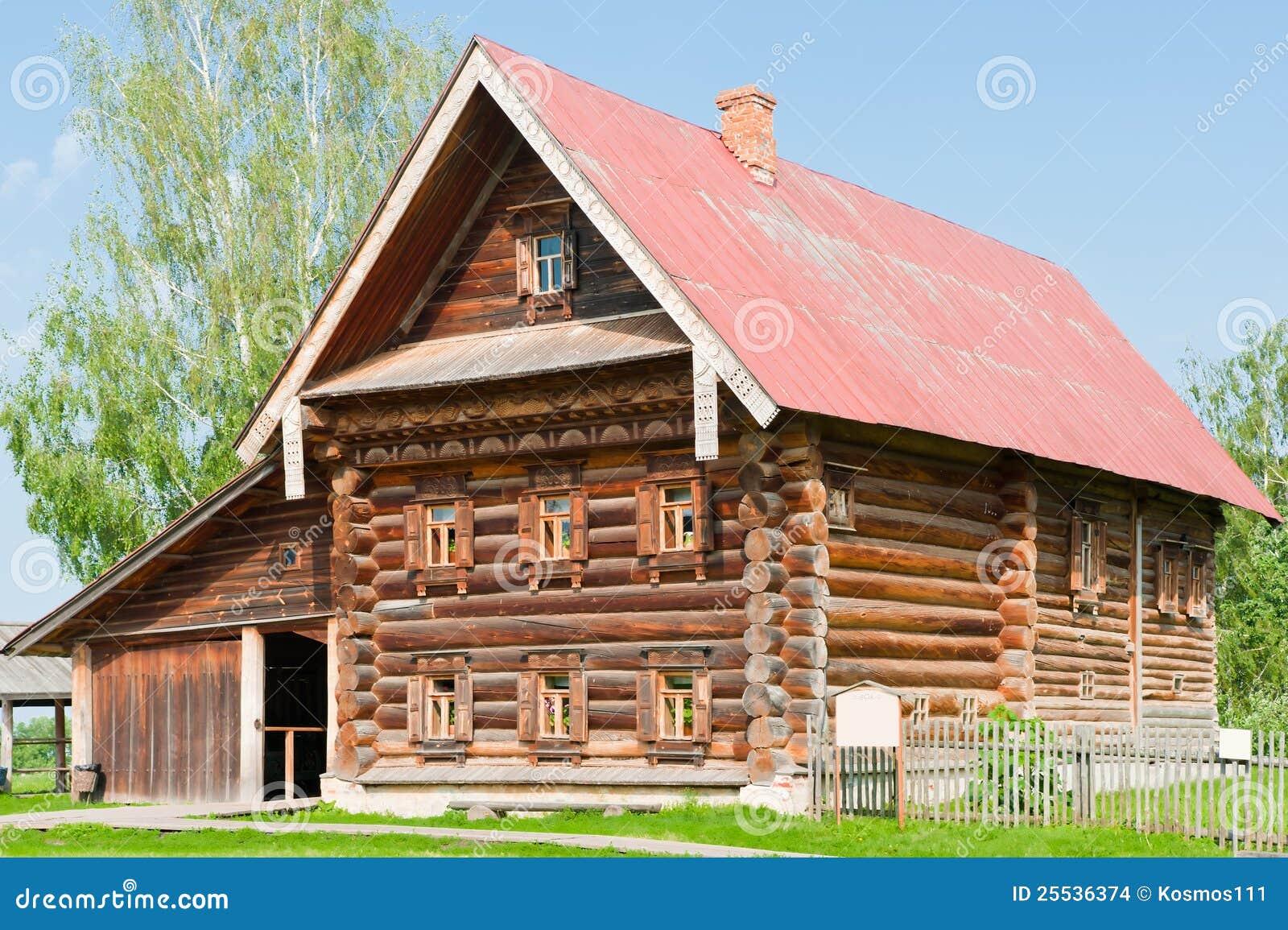 Casa de madera de dos pisos de un granjero rico imagenes for Casas de madera de dos pisos
