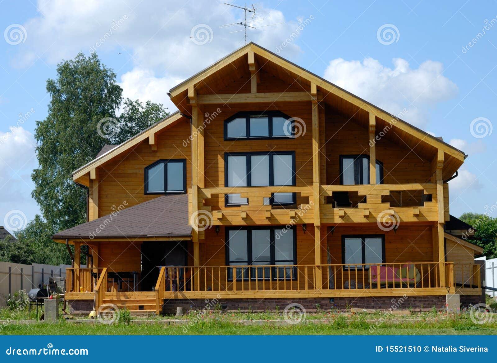 Casa de madera grande foto de archivo imagen 15521510 - Casas de madera balcan house ...